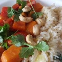 Curry mit Süßkartoffel, Paprika und Koriander