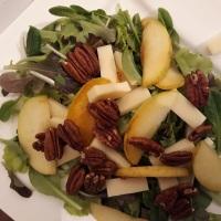 Mix Salat mit karamellisierten Äpfeln